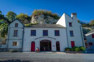 Domaine de la Perruche - Entrée du chai et à la boutique de vente de vins